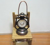 古銅色油燈